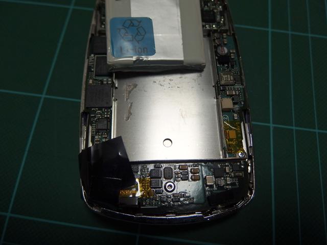 古い接着跡はきれいに清掃しておきます。